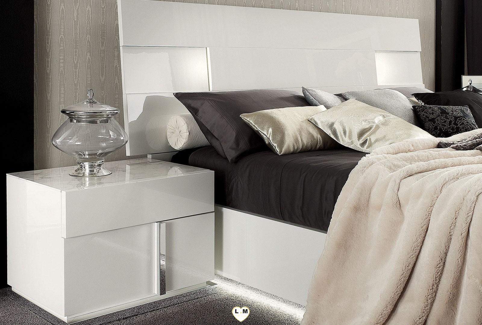malibu laque blanc brillant ensemble chambre a coucher lignemeuble com. Black Bedroom Furniture Sets. Home Design Ideas