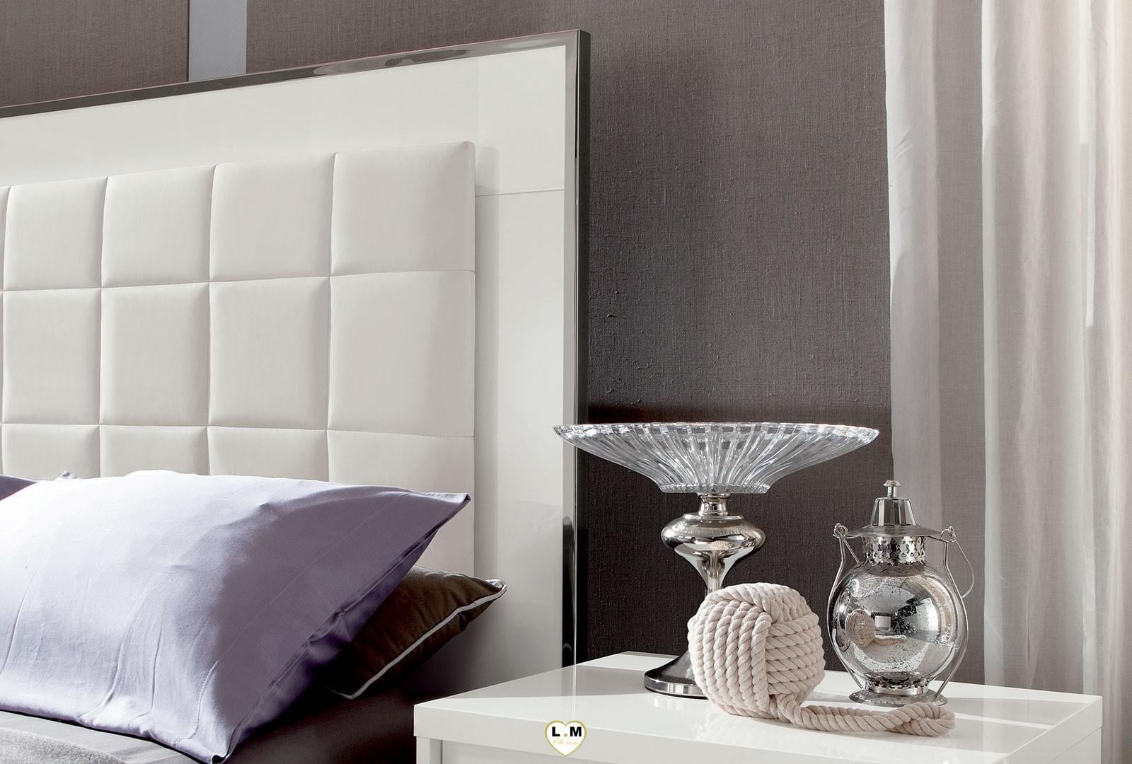 Lit laqu blanc brillant stunning chambre adulte complte for Ensemble chambre adulte conforama